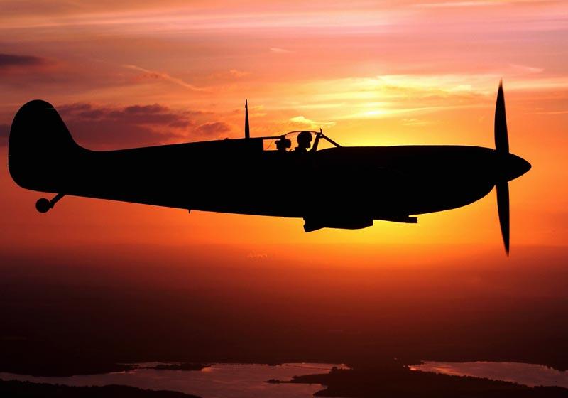Spitfire al tramonto