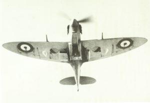 Spitfire visto da sotto